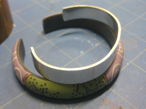 big bracelet compared to aluminum form